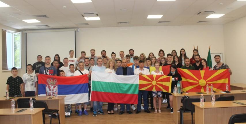 """Кметът и заместник-кметът на община Панагюрище посрещнаха участниците в международния  младежки проект """"Твоето  бъдеще е в твоите ръце"""""""